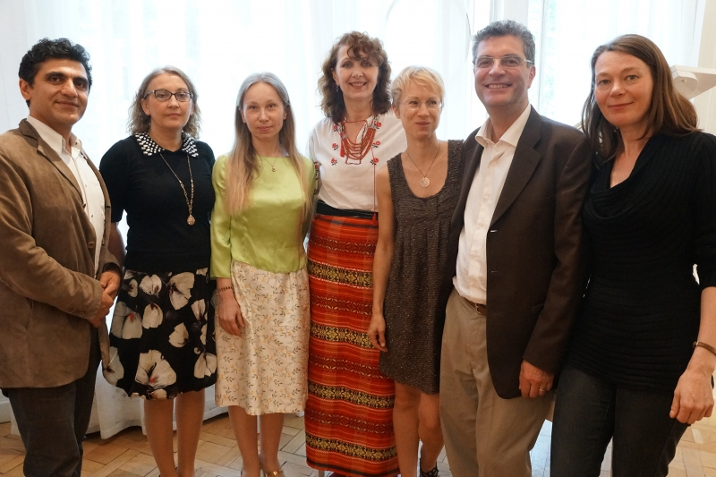Les membres du Jury Vardan Mamikonian, Natalia Nabokova ( du centre culturel et non membre du jury ) , Olga Karnaukhova, Iryna Riabchun, Raminta Neverdauskaité, Jean-Pierre Bartoli, Elena Golikova-Kroon.