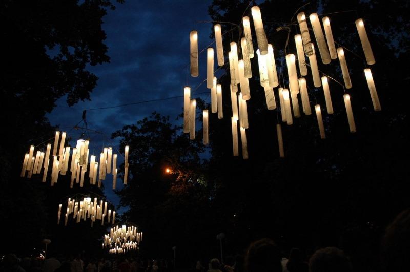Installation lumineuse Multiplications, Le Festival des Arts de la Rue, Viva Cité, Sottevillle-Lès-Rouen, 2006