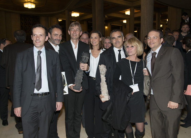 De gauche à droite: Jean-Philippe Morel, Arnaud Kasper, Adrien Perreau, Gilles Verdez, Isabelle Debré, Mylène Vignon, Bruno Jeudy, Carole Barjon et Rodolphe Oppenheimer